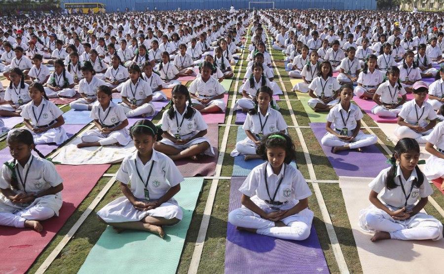 yoga-multitud